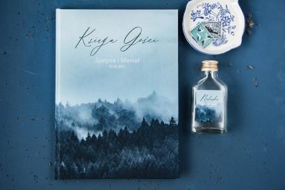 Ślubna Księga Gości z białą czcionką i grafiką lasu