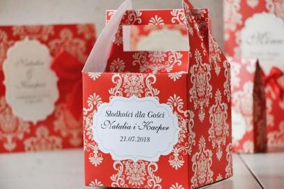 Pudełko na ciasto kwadratowe, tort weselny - Ornament nr 8 - Klasyczna czerwień z ornamentami