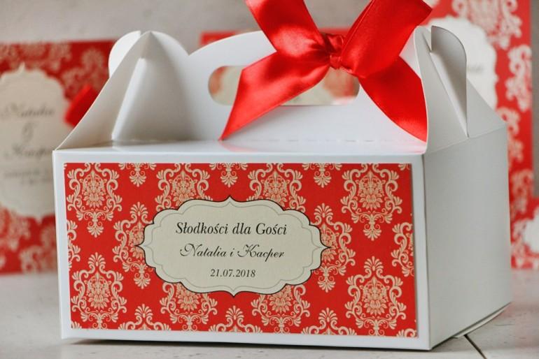 Prostokątne pudełko na ciasto, tort weselny, ślub - Ornament nr 8 - czerwone z ornamentami i kokardą