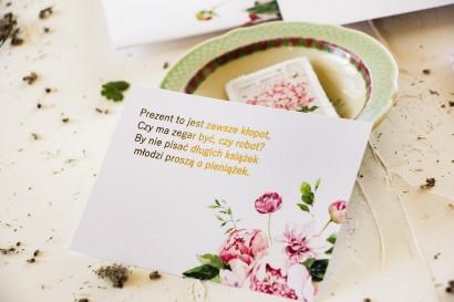 Pastelowy bilecik do zaproszeń ślubnych z piwoniami oraz złoceniami