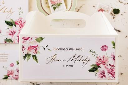 Pastelowe pudełko na ciasto weselne (prostokątne) z piwoniami oraz złoceniami