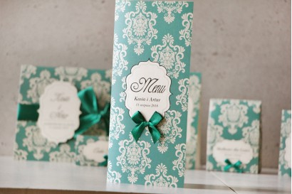 Menu weselne, stół weselny - Ornament nr 9 - Papier perłowy z kokardką, szmaragdowe z ornamentami