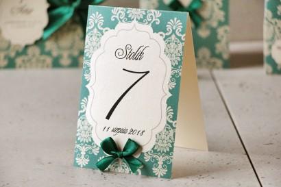 Numery stolików, stół weselny, ślub - Ornament nr 9 - Szmaragdowe z kokardką, na papierze perłowym