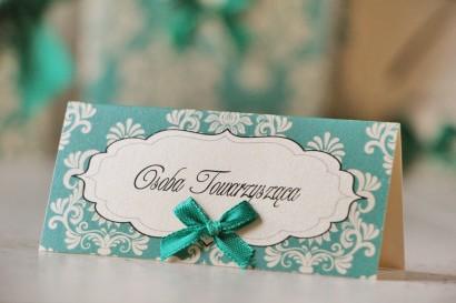 Winietki na stół weselny, ślub - Ornament nr 9 - Szmaragdowe z kokardką, papier perłowy, z ornamentami