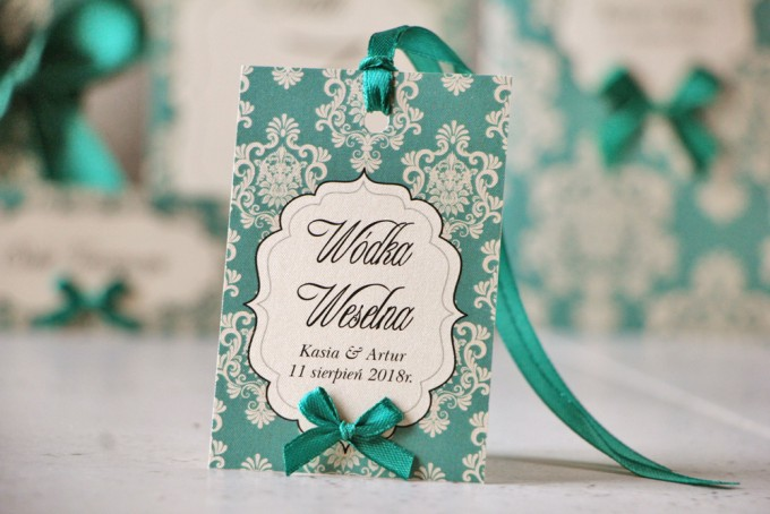 Zawieszka na butelkę, wódka weselna, ślub - Ornament nr 9 - Szmaragdowe eleganckie dodatki, z kokardką
