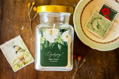 Świeczki Ślubne - Podziękowania dla gości Weselnych. Etykieta w kolorze butelkowej zieleni z dodatkiem białych kwiatów