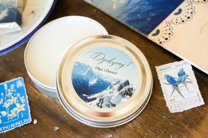 Świeczki Ślubne okrągłe jako Podziękowania dla Gości. Etykieta z motywem gór