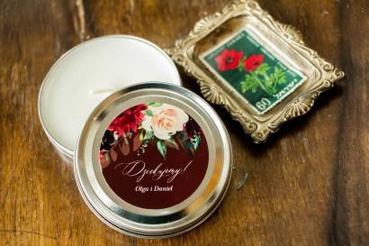 Świeczki Ślubne okrągłe jako Podziękowania dla Gości. Etykieta w burgundowym kolorze z delikatnymi różowymi różami