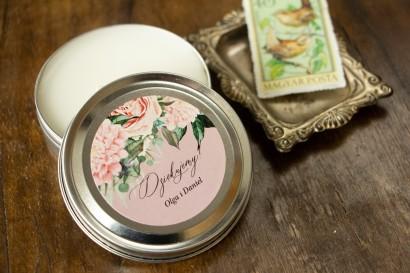 Świeczki Ślubne okrągłe jako Podziękowania dla Gości. Etykieta w stylu boho utrzymane w pastelowej, różowej barwie