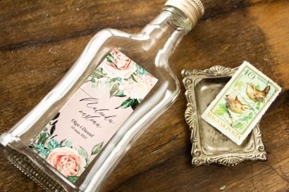Ślubne Butelki na nalewki - Podziękowania dla Gości. Etykieta w stylu boho utrzymane w pastelowej, różowej barwie