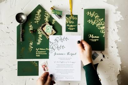 Zaproszenia ślubne w kolorze butelkowej zieleni z eukaliptusem