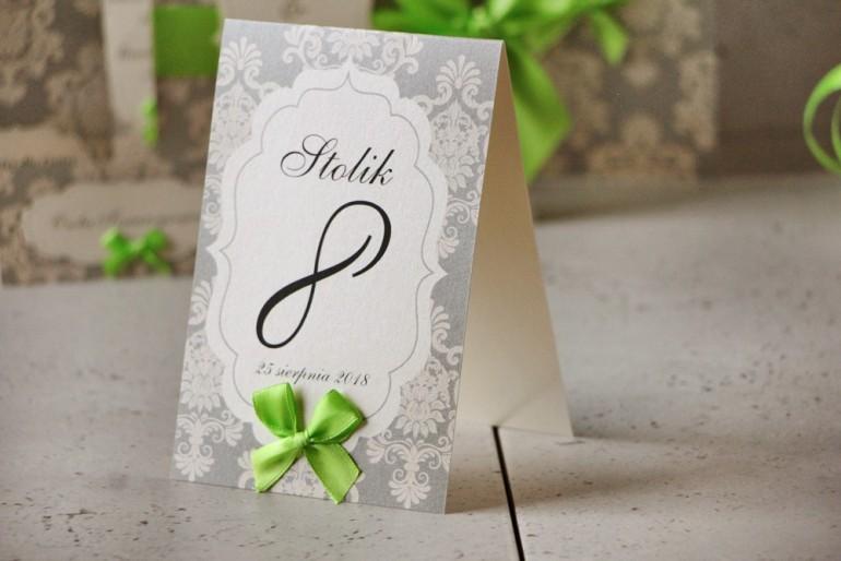 Numery stolików, stół weselny, ślub - Ornament nr 11 - Szaro-kremowe ornamenty z kokardką