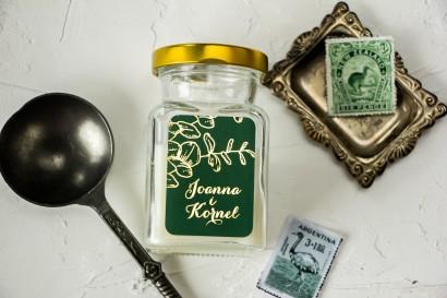 Świeczki Ślubne - prezenty dla gości weselnych. Złocona etykieta w kolorze butelkowej zieleni z eukaliptusem.