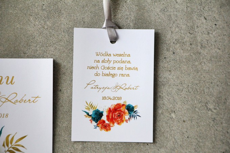 Zawieszka na butelkę, Wódka weselna, ślub - Cykade nr 6 ze złoceniem - Pomarańczowe i szmaragdowe kwiaty
