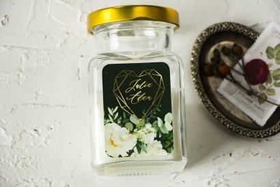 Świeczki Ślubne jako podziękowania dla gości. Etykieta ze złoceniami w kolorze butelkowej zieleni
