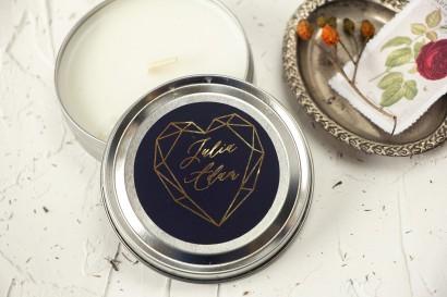 Okrągłe Świeczki Ślubne jako podziękowania dla gości. Etykieta ze złoceniami, w kolorze granatowym