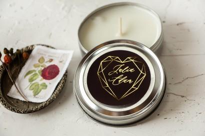 Okrągłe Świeczki Ślubne jako podziękowania dla gości. Burgundowa etykieta ze złoceniami