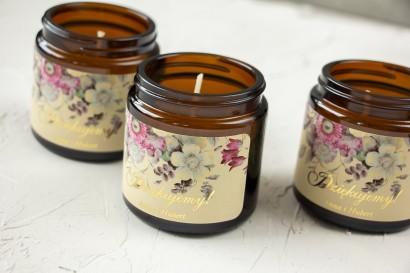 Naturalne Świeczki sojowe - podziękowania dla gości weselnych. Kremowa etykieta z eleganckim bukietem w stylu vintage