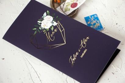 Menu Ślubne ze złoceniami, w kolorze granatowym oraz z białymi kwiatami od Amelia-Wedding.pl