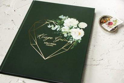 Ślubna Księga Gości ze złoceniami w kolorze butelkowej zieleni z dodatkiem białych piwonii, dalii i hortensji.
