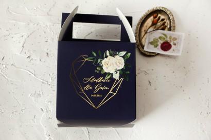 Ślubne Pudełko na Ciasto - kwadratowe - ze złoceniami, w kolorze granatowym oraz z białymi kwiatami