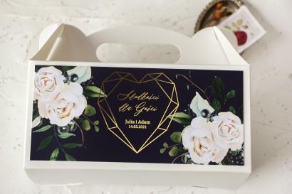 Ślubne Pudełko na Ciasto - prostokątne - ze złoceniami, w kolorze granatowym oraz z białymi kwiatami