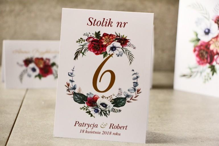 Numery stolików, stół weselny, Ślub - Cykade nr 7 ze złoceniem - Kwiaty w chłodnych odcieniach bordo i zieleni