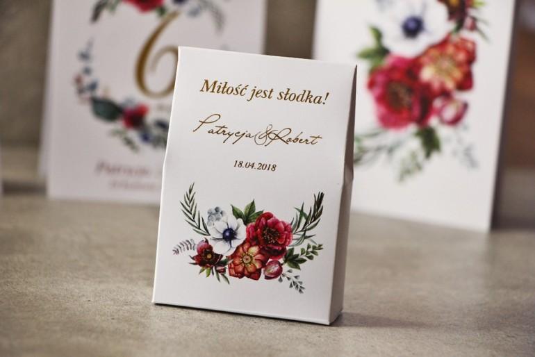 Pudełeczko na cukierki, podziękowania dla Gości weselnych - Cykade nr 7 ze złoceniem - Kwiaty bordo w chłodnych barwach