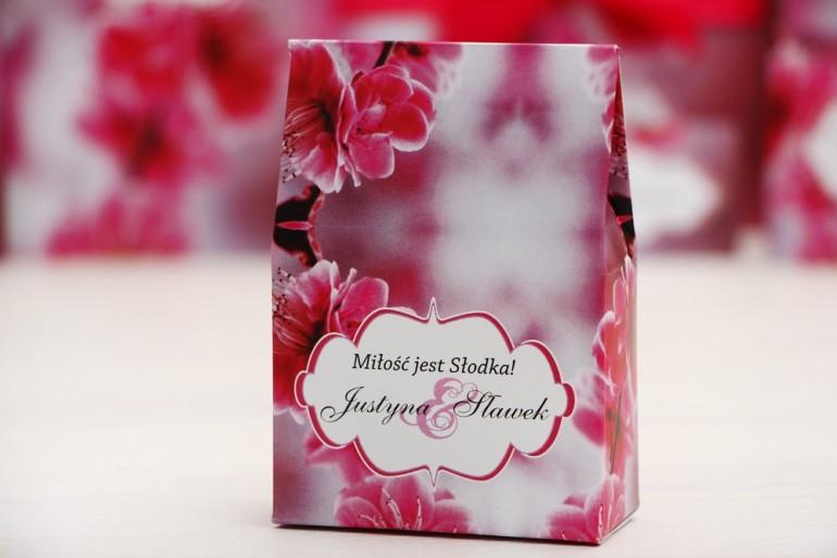 Pudełeczko stojące na cukierki, podziękowania dla Gości weselnych - Felicja nr 12 - Różowe kwiaty - dodatki ślubne