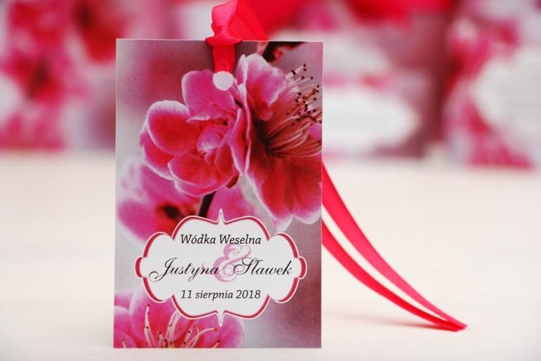Zawieszka na butelkę, wódka weselna, ślub - Felicja nr 12 -Różowe kwiaty wiśni  - kwiatowe dodatki ślubne