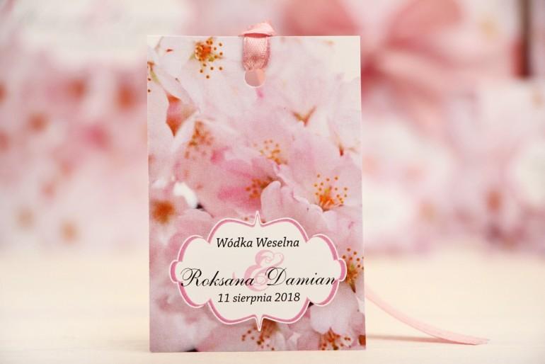 Zawieszka na butelkę, wódka weselna, ślub - Felicja nr 13 - Jasnoróżowe kwiaty wiśni - kwiatowe dodatki ślubne