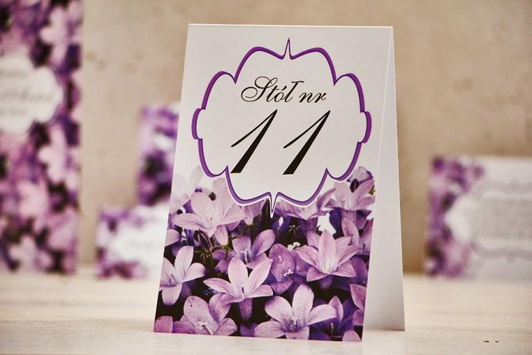Numery stolików, stół weselny, ślub - Felicja nr 14 - Fioletowe kwiaty - dodatki ślubne