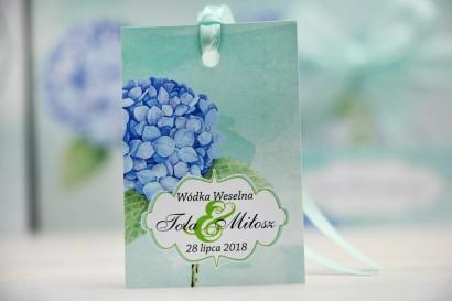 Zawieszka na butelkę, wódka weselna, ślub - Felicja nr 16 - Błękitne hortensje - kwiatowe dodatki ślubne