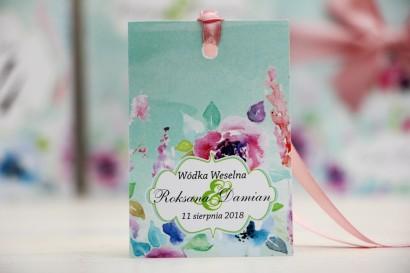 Zawieszka na butelkę, wódka weselna, ślub - Felicja nr 17 - Pastelowe kwiaty - kwiatowe dodatki ślubne