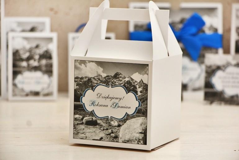 Pudełko na ciasto kwadratowe, tort weselny - Felicja nr 21 - Górski krajobraz - kwiatowe dodatki ślubne