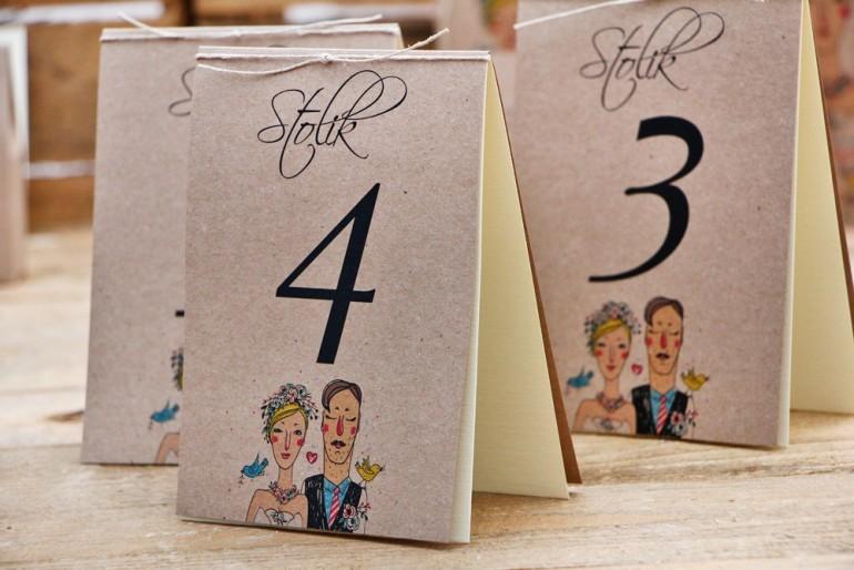 Numery stolików, stół weselny, ślub - Presto - Ekologiczne, rustykalne z rysunkiem Pary Młodej
