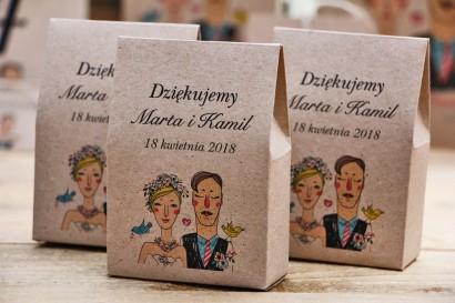 Pudełeczko stojące na cukierki, podziękowania dla Gości weselnych - Presto - Rustykalne, ekologiczne z rysunkiem Pary Młodej