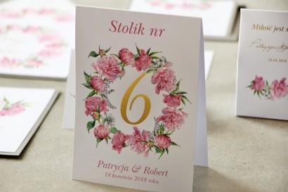 Numery stolików, stół weselny, Ślub - Cykade nr 10 ze złoceniem - Delikatne piwonie w różowych barwach