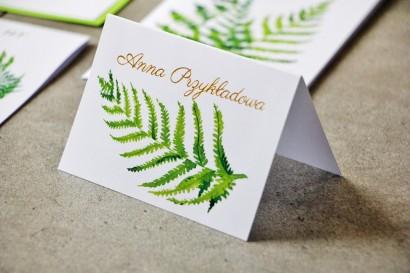 Zielone winietki ślubne ze złoceniami. Złote winietki, wizytówki na stół weselny z paprocią - Cykade nr 11