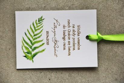 Zielone zawieszki na butelki weselne ze złoceniami i paprocią. Złote zawieszki weselne - Cykade nr 11
