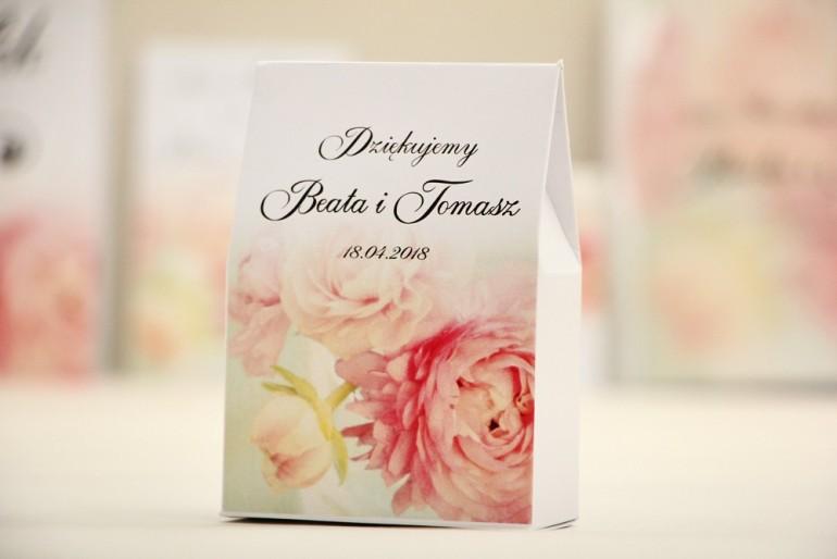 Pudełeczko stojące na cukierki, podziękowania dla Gości weselnych - Elegant nr 4 - Piwonie - Kwiatowe dodatki ślubne