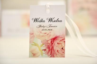 Zawieszka na butelkę, wódka weselna, ślub - Elegant nr 4 - Pudrowe piwonie - kwiatowe dodatki ślubne