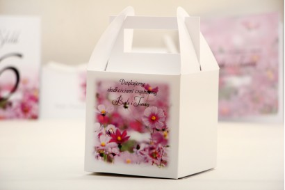 Pudełko na ciasto kwadratowe, tort weselny - Elegant nr 5 - Fioletowe kwiaty - kwiatowe dodatki ślubne