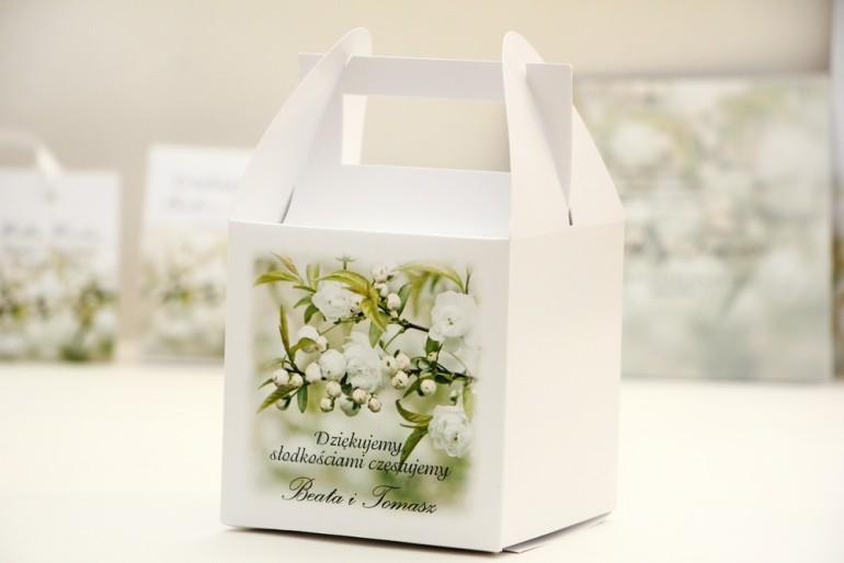 Pudełko na ciasto kwadratowe, tort weselny - Elegant nr 6 - Białe kwiaty - kwiatowe dodatki ślubne