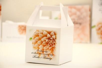Pudełko na ciasto kwadratowe, tort weselny - Elegant nr 9 - Łososiowe dalie - kwiatowe dodatki ślubne