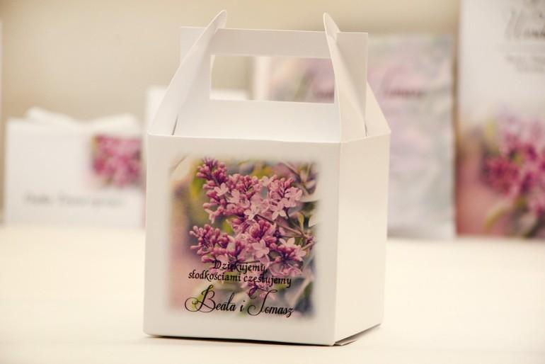 Pudełko na ciasto kwadratowe, tort weselny - Elegant nr 11 - Fioletowe bzy - kwiatowe dodatki ślubne