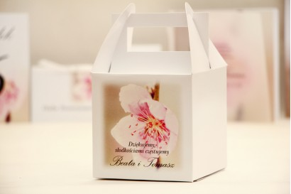 Pudełko na ciasto kwadratowe, tort weselny - Elegant nr 12  - Kwiat wiśni - kwiatowe dodatki ślubne