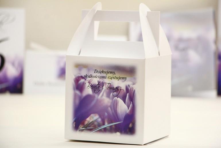 Pudełko na ciasto kwadratowe, tort weselny - Elegant nr 14 - Fioletowe krokusy - kwiatowe dodatki ślubne