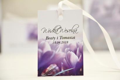 Zawieszka na butelkę, wódka weselna, ślub - Elegant nr 14 - Fioletowe krokusy - kwiatowe dodatki ślubne