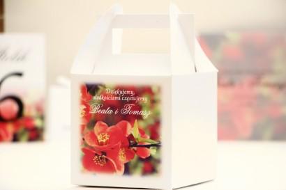 Pudełko na ciasto kwadratowe, tort weselny - Elegant nr 15 - Czerwone kwiaty pigwowca - kwiatowe dodatki ślubne